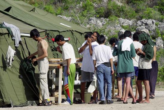 在被转移至台湾之前,一些患者以前也被转移到巴布亚新几内亚的莫尔兹比港。