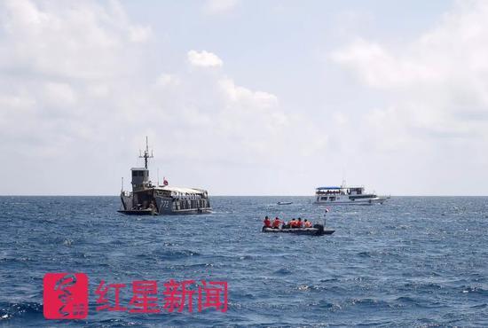 """两艘载有127名中国游客的游船""""凤凰""""号和""""艾莎公主""""号在泰国普吉岛"""