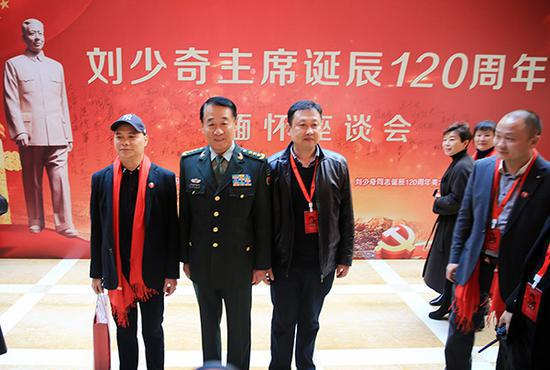 """""""刘少奇主席诞辰120周年缅怀座谈会""""在北京万寿宾馆举行。视觉中国 图"""
