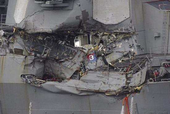 """被撞的美军驱逐舰""""菲茨杰拉德""""号"""