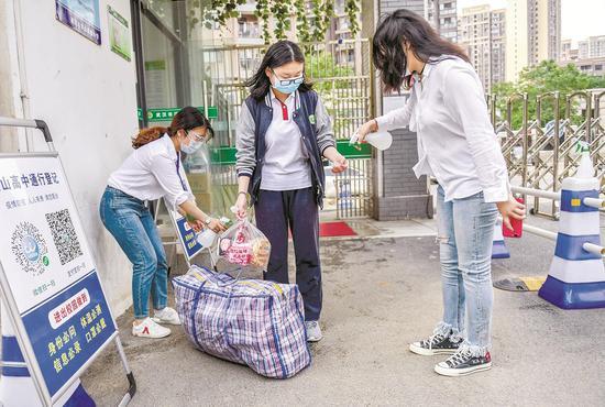 天富名高中阶段毕业生今日返校开天富学高三复课图片