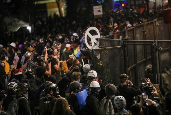 示威现场图源:美媒