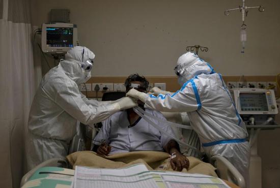 印度部分新冠康复者现脊柱感染 需再接受数月治疗