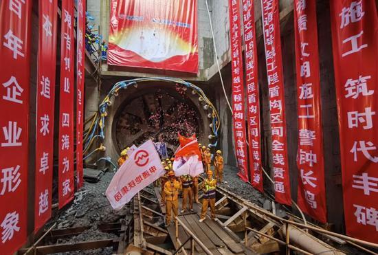 上海轨交18号线一期工程今天全线结构贯通图片