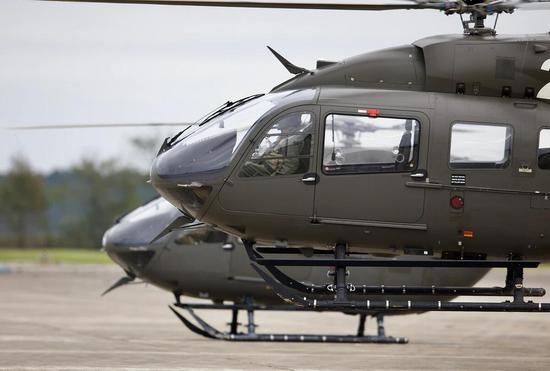 美军一架UH-72直升机训练时坠毁,两名机组人员受伤