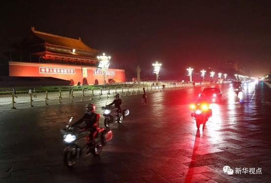 2014年10月21日,坦桑尼亚总统基奎特抵达北京,开始对中国进行国事访问。新华社记者庞兴雷摄