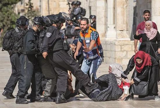 2019年8月11日,以色列警方對耶路撒冷清真寺建築羣中的巴勒斯坦信徒採取行動。