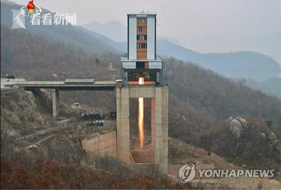 (朝鲜2017年3月18日在西海卫星发射场进行了新型大功率火箭发动机的地面试验 来源:韩联社)
