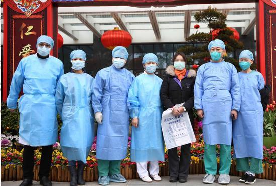 好消息!北京医疗队病区第一位临床诊断患者出院图片