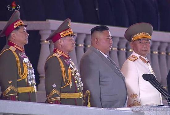 朝鲜罕见凌晨阅兵金正恩激动落泪 胞妹金与正现身