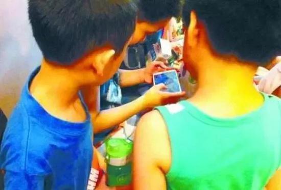 青少年首次接触网络游戏的低龄化趋势日益明显