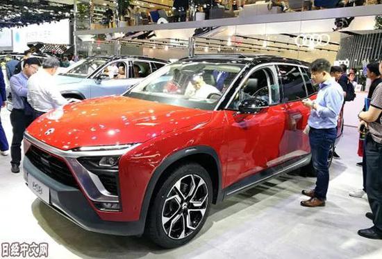 """▲上海蔚来汽车的新车""""ES8""""采用宁德时代生产的电池。(日本《经济新闻》)"""