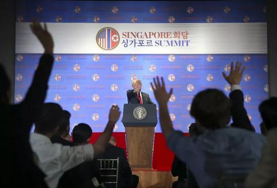 特朗普在记者会上接受提问(摄影-环球时报英文版 崔萌)