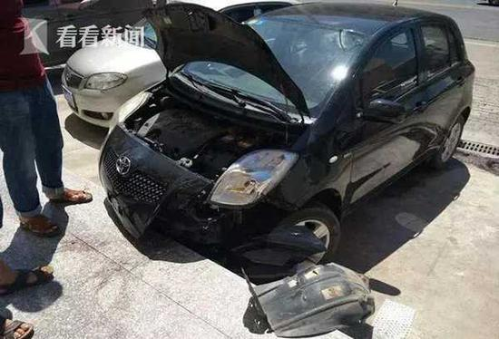 一脚油门两万块没了 女司机停车停出大片即视感