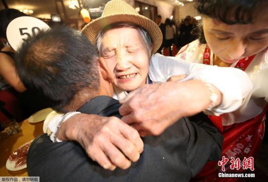 韩朝离散家属首轮会面2小时 朝方设宴招待韩方