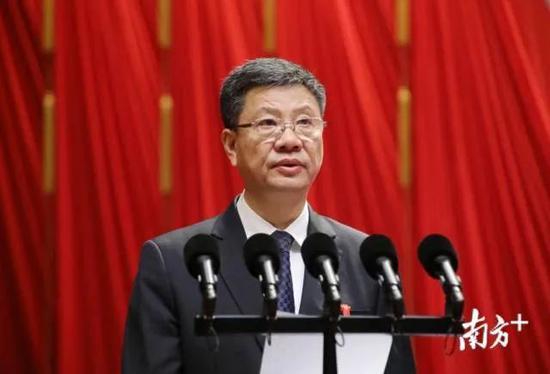 陈建华辞去广州市人大常委会主任,曾任广州市长图片