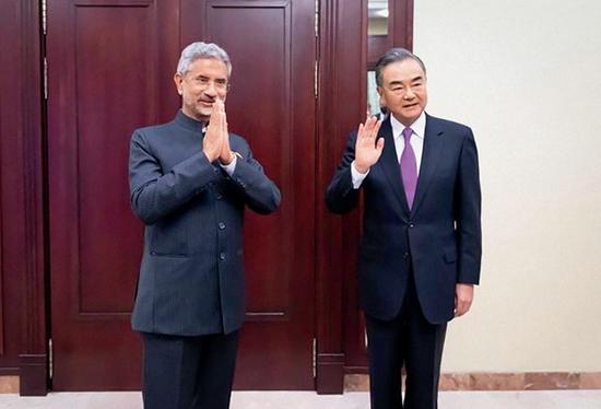 ·2020年9月10日,中外洋长王毅(右)与印度外长苏杰生访问,杀青5点共鸣。