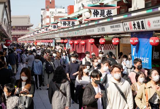 日本政府正式决定延长东京等4地区的紧急状态
