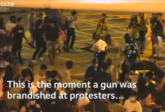 BBC带节奏黑港警翻车 环球时报:BBC应该看看眼科