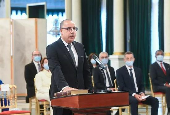 """总统对总理""""动手"""" 为什么突尼斯民众""""喜大普奔""""?"""