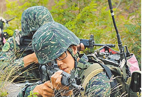 """此前台军拨款23亿,要在全台湾构建""""国军地面部队C4ISR系统"""",预计在2021年服役,上面""""""""资通电军指挥部""""的一堆专案就是这个计划"""