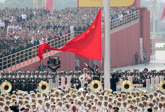那是降国旗典礼。新华社记者 殷刚 摄