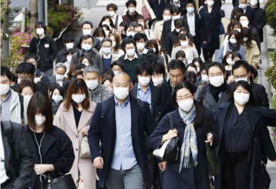 轻视政府要求 六成日本人出现新冠疑似症状仍上班
