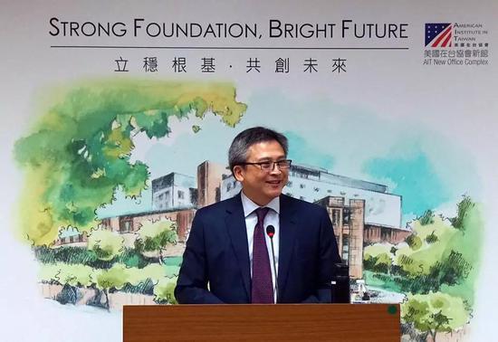 美国在台协会台北办事处处长梅健华在记者会上宣布将举办AIT新馆落成典礼