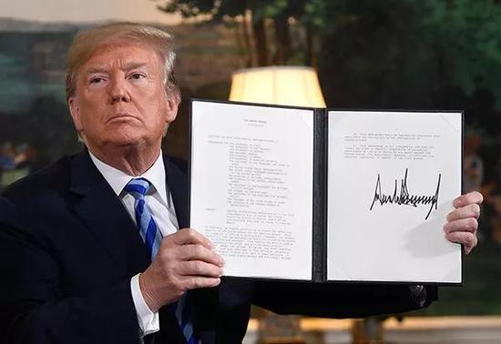 ▲5月8日,美国总统特朗普宣布美国将退出伊朗核问题全面协议,并重启因伊核协议而豁免的对伊朗制裁。(视觉中国)