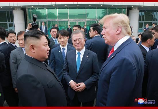 资料图:美朝韩首脑在板门店会晤。(朝中社)