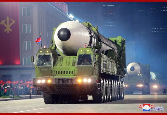 朝鲜阅兵展示新洲际导弹 对付美国反导用多弹头?