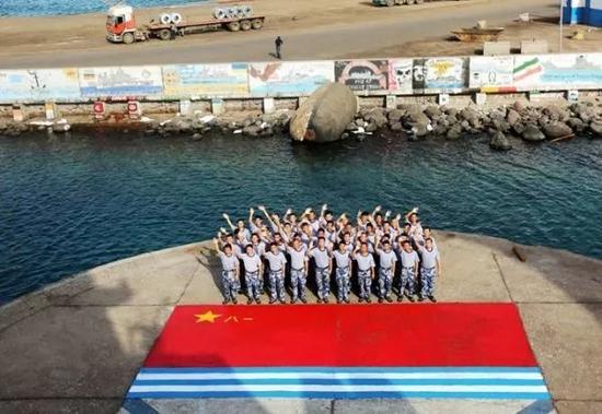 """▲资料图片:海军第二十三批护航编队吉布提港画下""""中国名片""""。"""