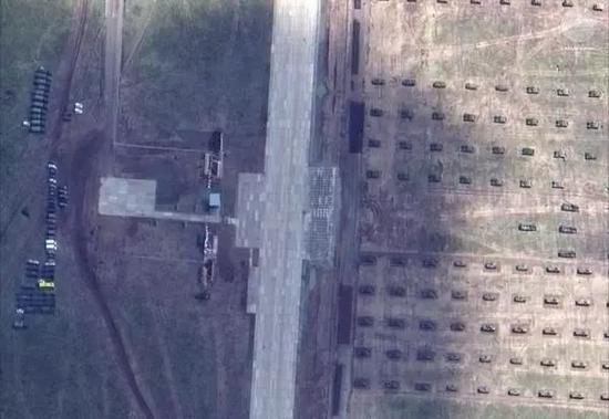 阅兵台和99式坦克