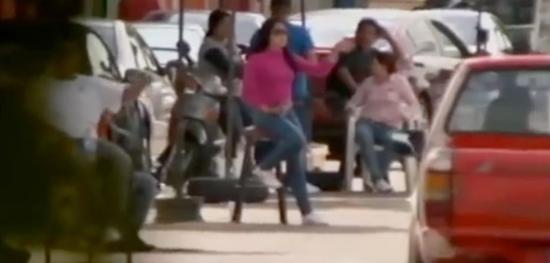 (图为街上的女性 图源:《墨西哥毒品帝国》)