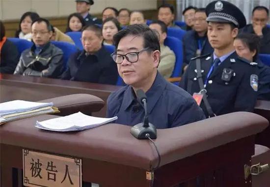 李亿龙受审