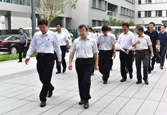 6月21日,商务部副部长兼国际贸易谈判副代表王受文一行到雄安新区调研。刘向阳摄