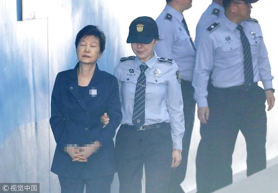 朴槿惠被捕后,出庭受审(图:视觉中国)