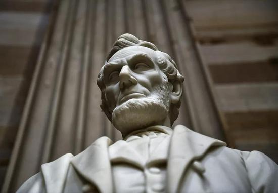 亞伯拉罕·林肯雕塑。/視覺中國