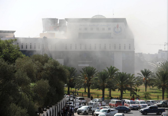 利比亚国家石油公司传出枪声和爆炸声 多人受伤