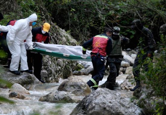 (图为2010年10月22日,墨西哥北部新利昂州首府蒙特雷附近发现三具无头士兵尸体 图源:中国网)