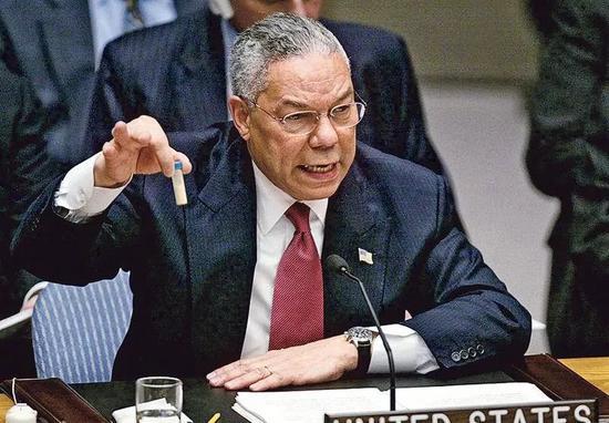 ▲資料圖片:2003年2月,時任美國國務卿鮑威爾在聯合國上闡述伊拉克藏有祕密研製化學武器。