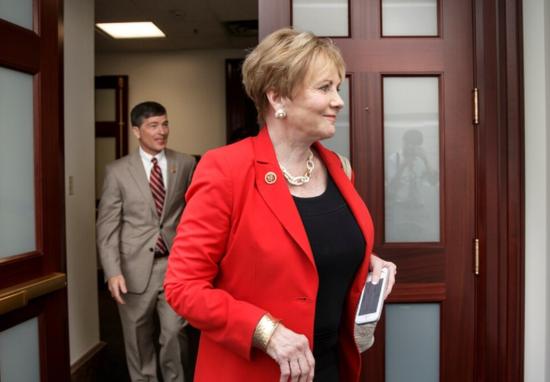 美77岁女议员接种新冠疫苗 不到一个月后被查出感染