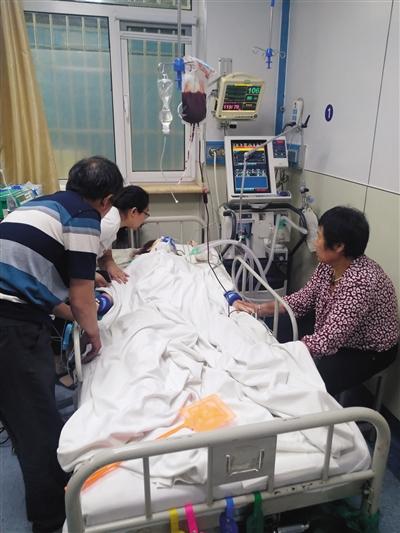 6月7日,伤者在医院接受治疗。新京报记者 张彤 摄