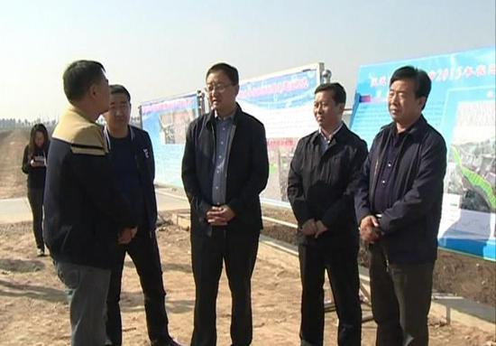 朱立峰(右起第三位)