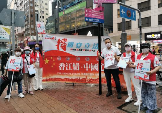 [赢咖3注册]挡不住热情赢咖3注册香港市民街头集图片