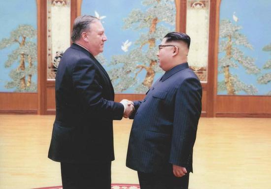 今年3月底,金正恩与蓬佩奥的会面照片 图自CNN