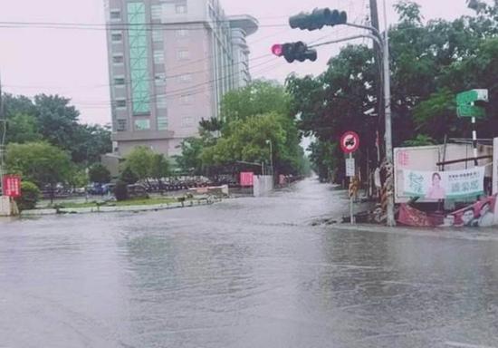 台湾南部积水严重。(图片来源:中时电子报)