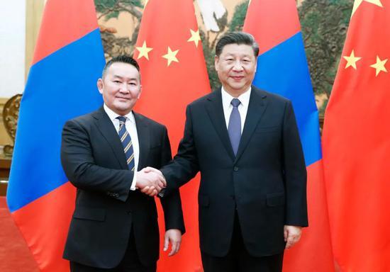 2月27日,国家主席习近平在北京人民大会堂同蒙古国总统巴特图勒嘎会谈。新华社记者 刘彬 摄