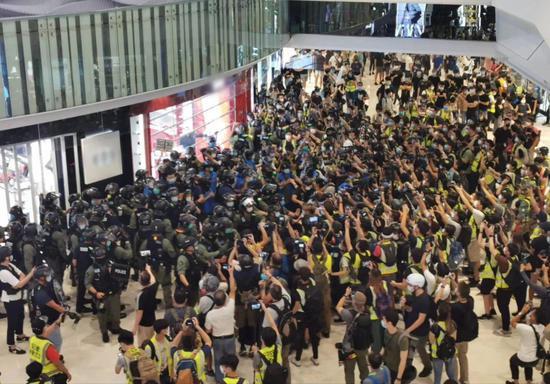 """香港""""13岁暴徒记者""""乱象,有治了!图片"""
