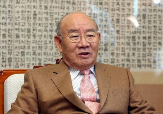 89岁韩国前总统全斗焕被判缓刑2年 曾获死刑还被抄家